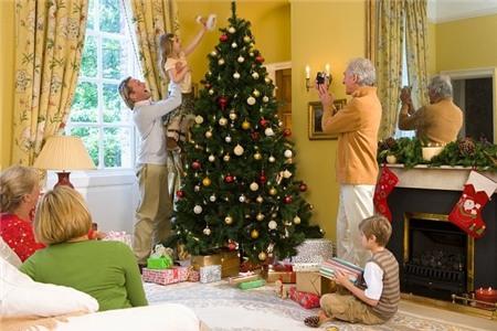 Lưu ý bảo vệ sức khỏe khi trang trí cây thông Noel 3