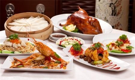 Bữa tối quá thịnh soạn dễ mang đến nhiều bệnh tật.