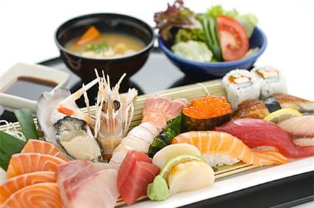 Món ăn sushi và sashimi (ảnh internet)